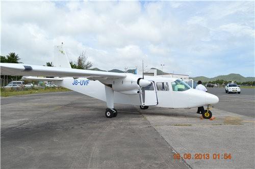 安提瓜乘坐私人小飛機